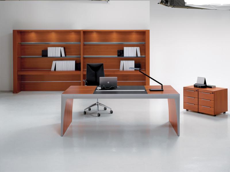 schöner Schreibtisch, Chefarbeitsplatz, Managerarbeitsplatz, Design-Office