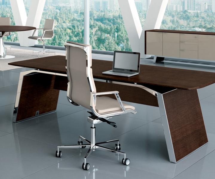 Schreibtisch Meter, Bralco Chefzimmer, eleganter Schreibtisch, Design Tisch München