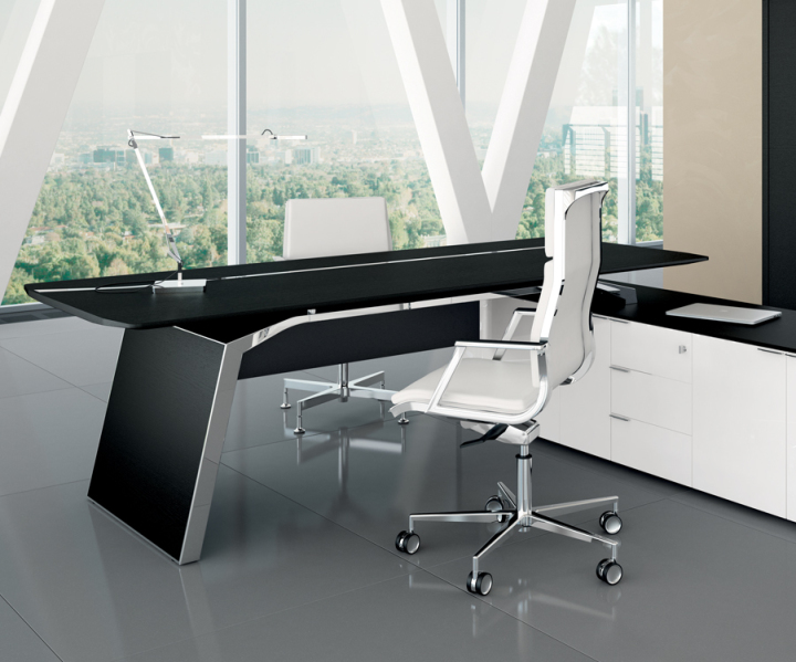Designschreibtisch, Designertisch, Bralco Meter, eleganter Schreibtisch, Chefzimmer, Managementschreibtisch